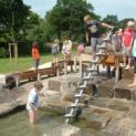 Wasserspielplatz und Hüpfberg wieder in Betrieb