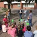 Erstklässler der Hagelkreuzschule Lüttingen freuen sich über Bewegungspakete von innogy